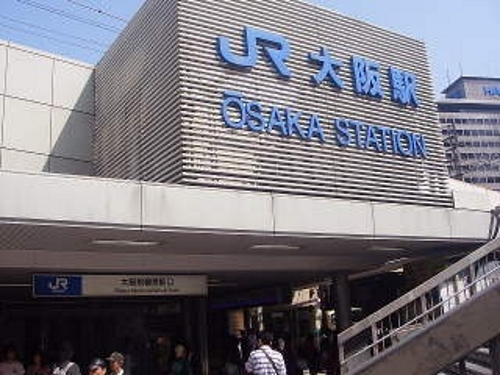 this station is big terminal station of osaka (hanshin hankyu citysubway)